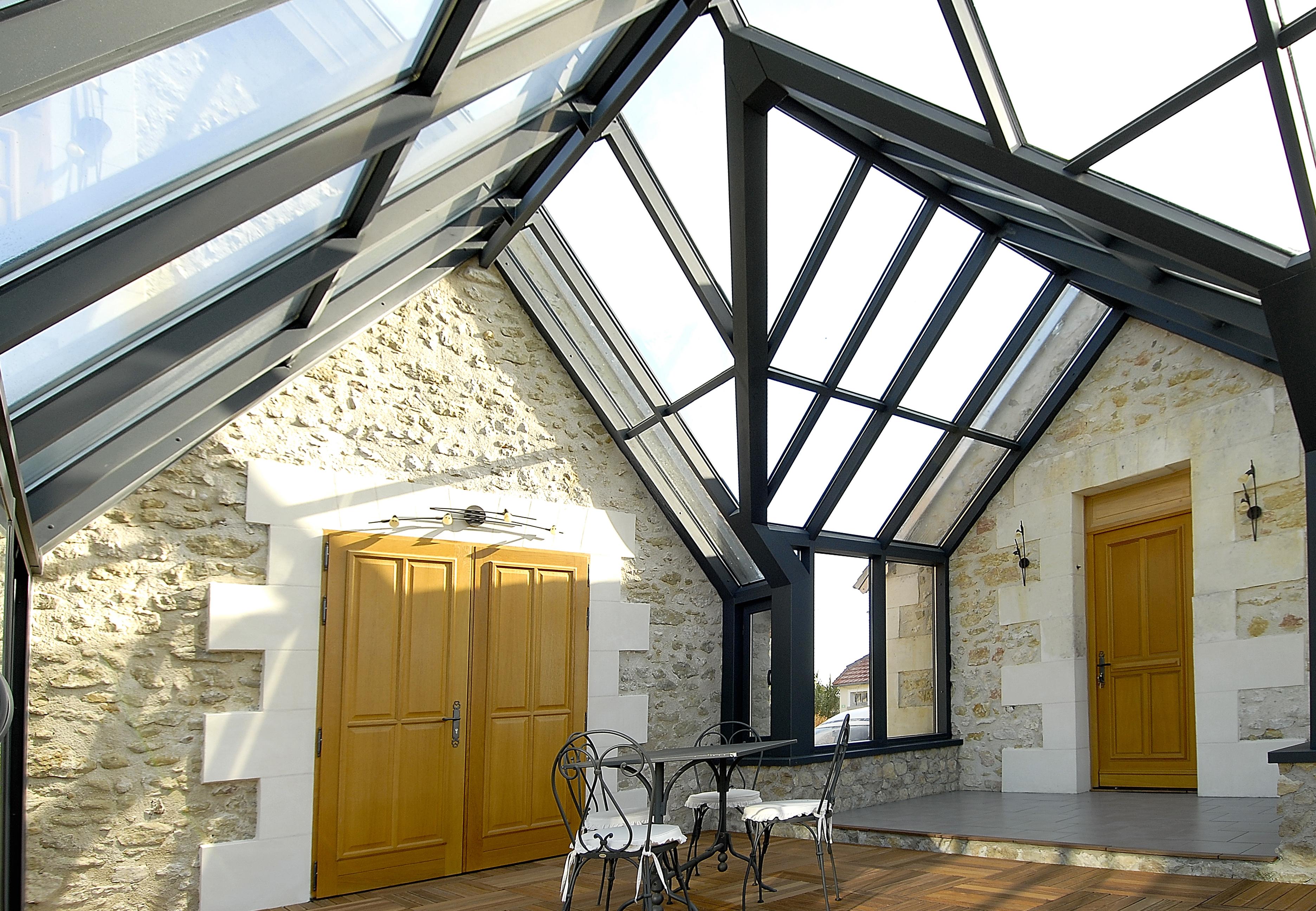 v randa alu moderne toiture chevrons tubulaires technal. Black Bedroom Furniture Sets. Home Design Ideas